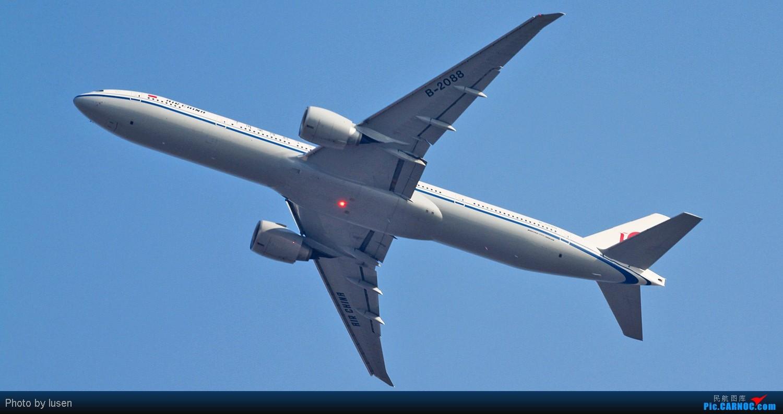 Re:[原创]大年初四PEK的各种肚皮照 BOEING 777-300 B-2088 PEK
