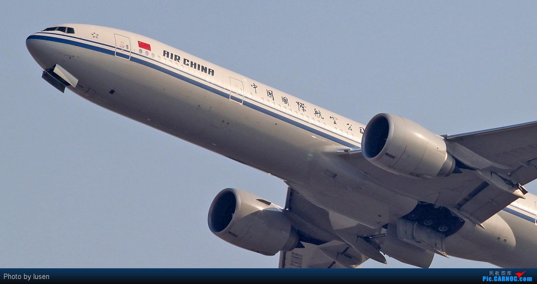 Re:[原创]大年初四PEK的各种肚皮照 BOEING 777-300 B-2086 PEK