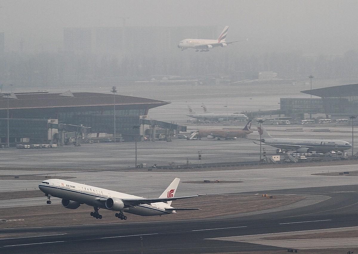 Re:[原创]过完小年儿,帝都的天气又不给力了!献上汉莎340-300等    中国北京首都机场