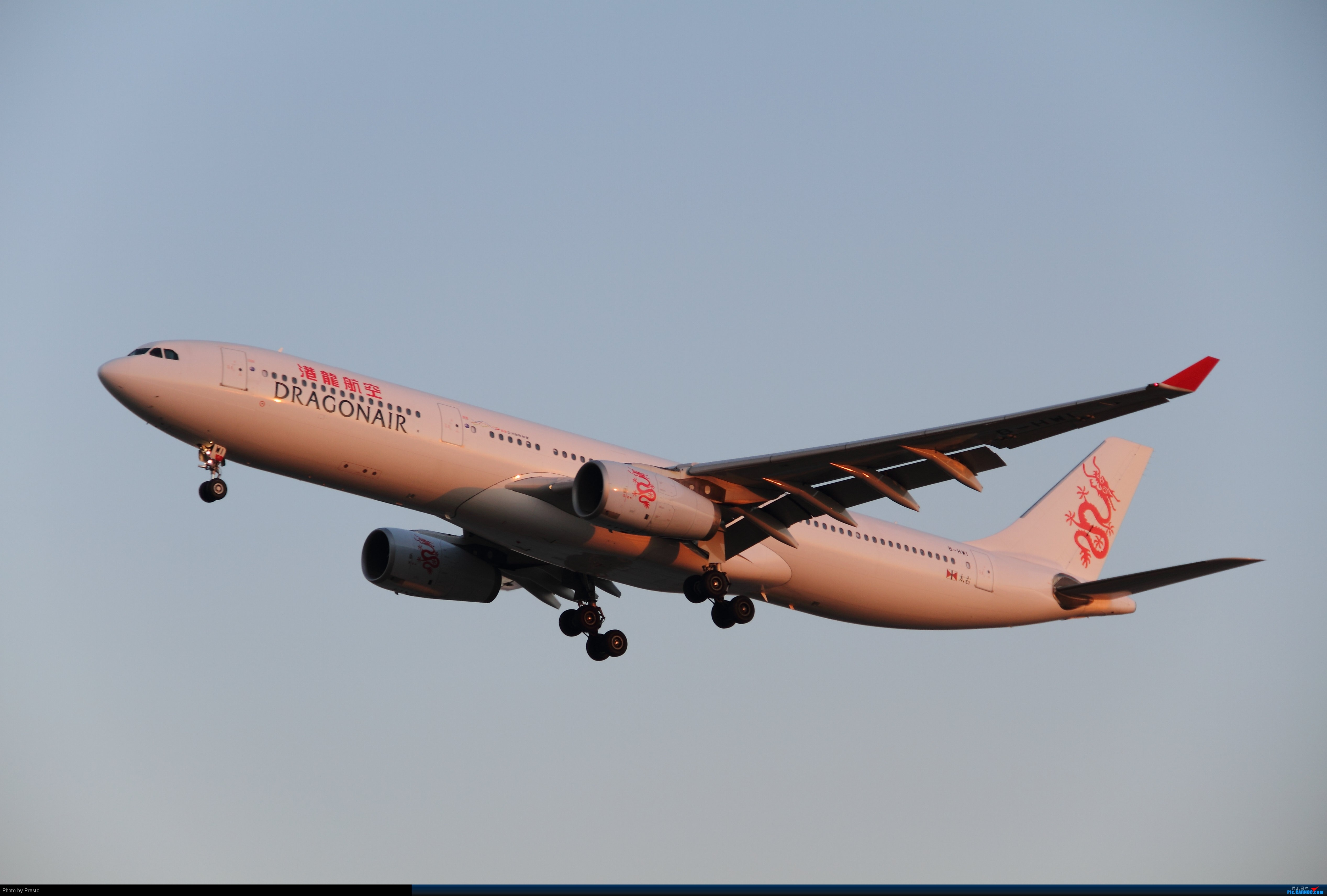 Re:[原创]2.2PEK 首次发图 虚心求教 AIRBUS A330-300 B-HWI 中国北京首都机场