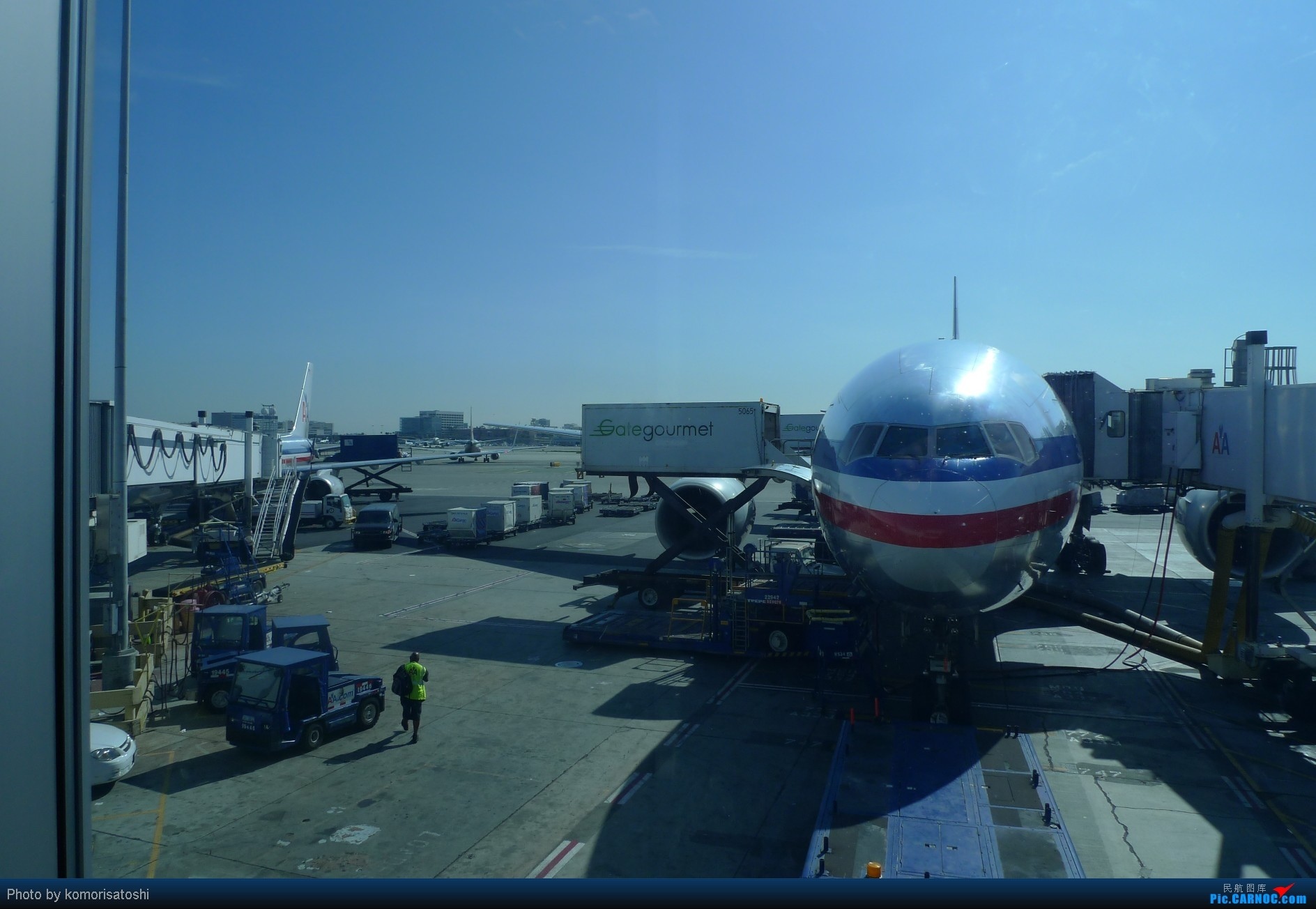 Re:[原创]新手第一帖,LAX随拍+AA183,767小翼好漂亮、、、、、 BOEING 777-200