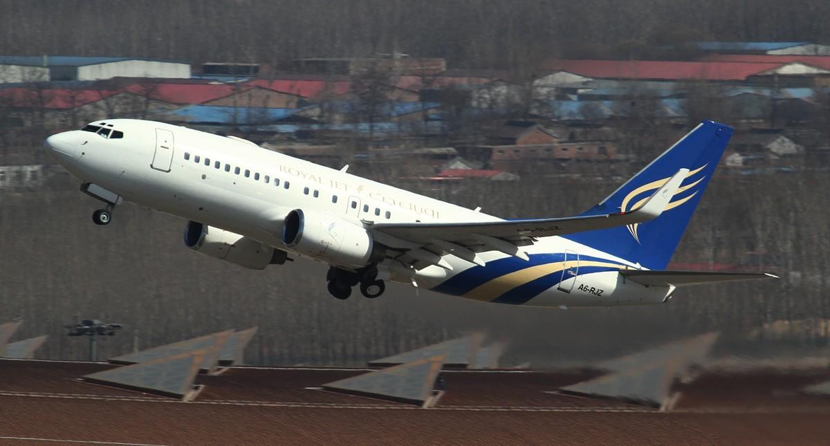 Re:[原创]**稀罕货**阿联酋包机服务公司Royal Jet临空PEK!外加达美双飞!给力图! BOEING BBJ(737-700) A6-RJZ 中国北京首都机场