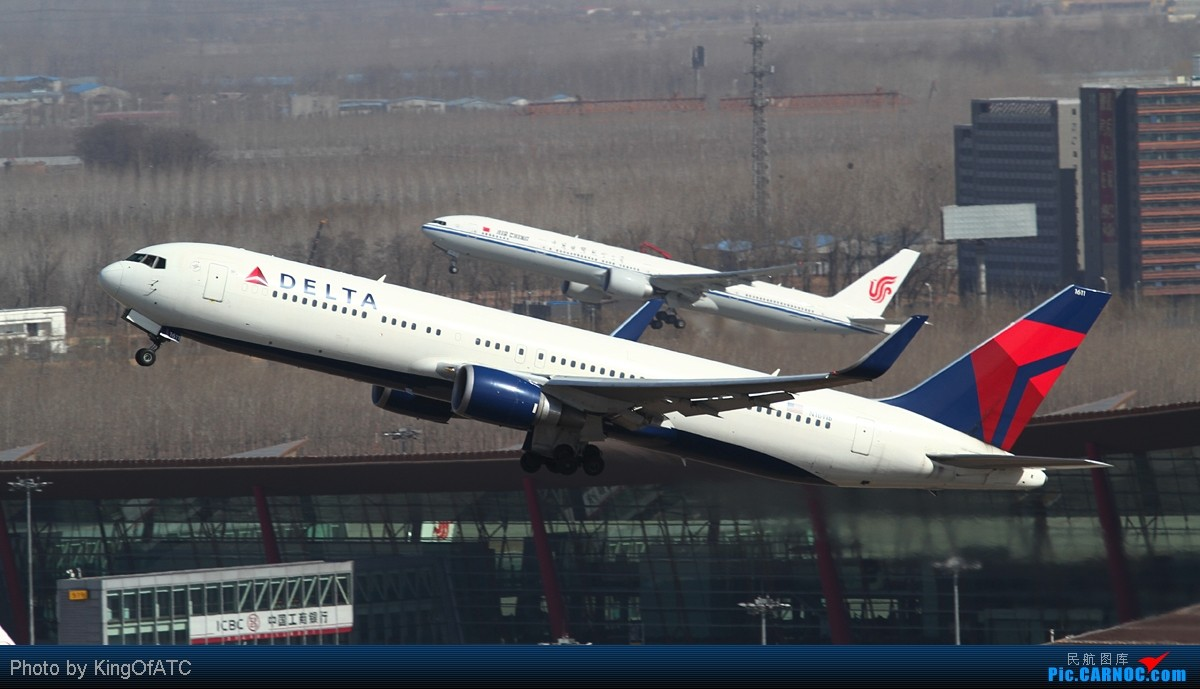 Re:[原创]**稀罕货**阿联酋包机服务公司Royal Jet临空PEK! BOEING 767-300 N1611B 中国北京首都机场