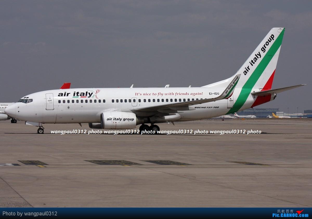 几个包机,涂装各有特色,鲜艳的,低调的,还有看了起鸡皮疙瘩的 BOEING 737-73V EI-IGU 北京首都国际机场