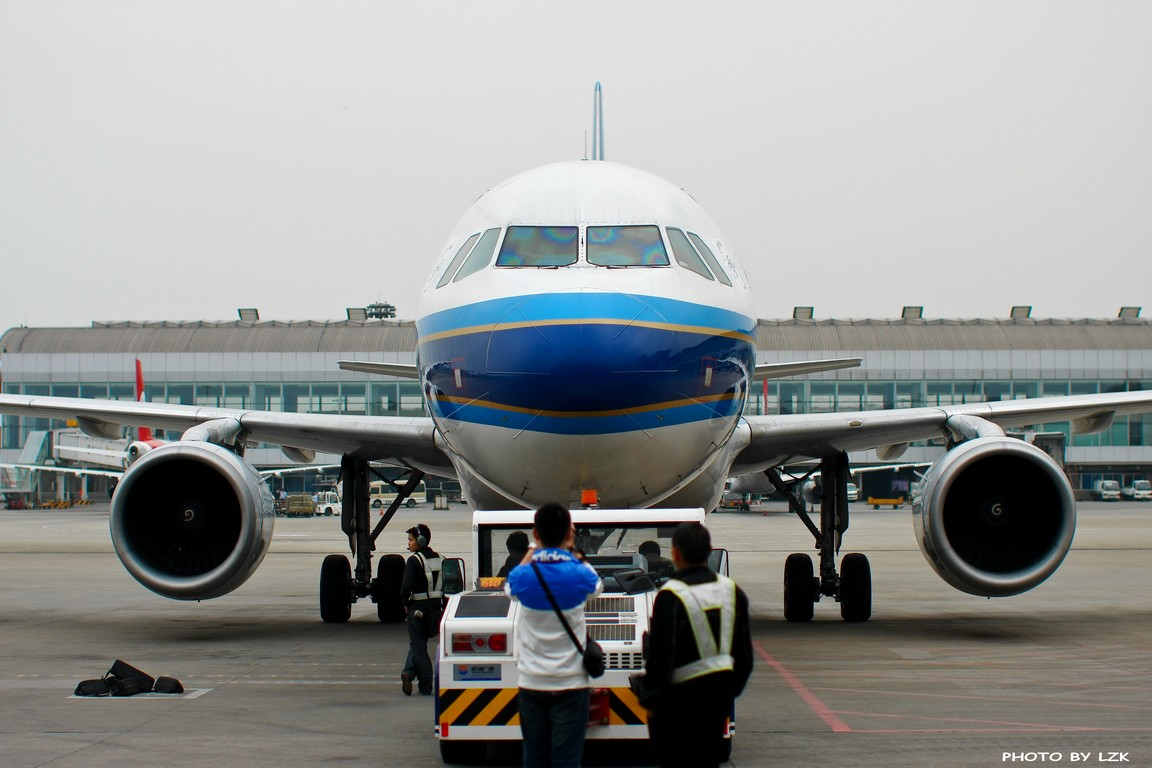 [原创]双流机场02L内场拍摄(多图79P) AIRBUS A320 B-6282 ZUUU