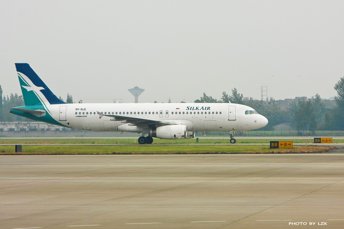 Re:[原创]双流机场02L内场拍摄(多图79P) AIRBUS A320 9V-SLE ZUUU