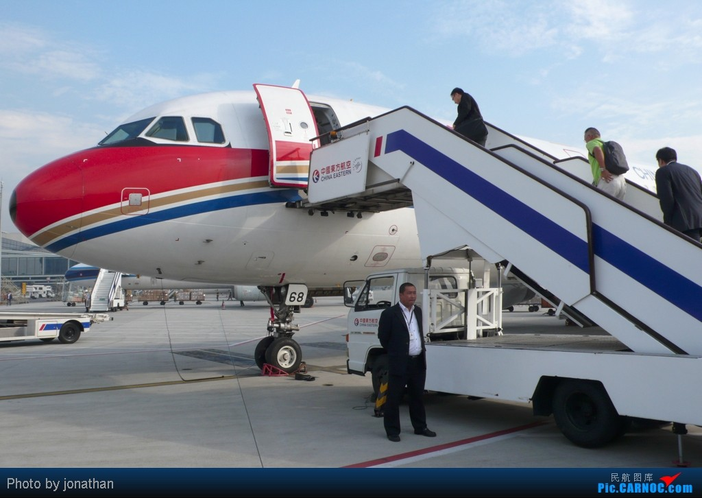 Re:迟到的2011游记:上海-昆明-昭通 往返 AIRBUS A321-200 B-6668 中国上海虹桥机场