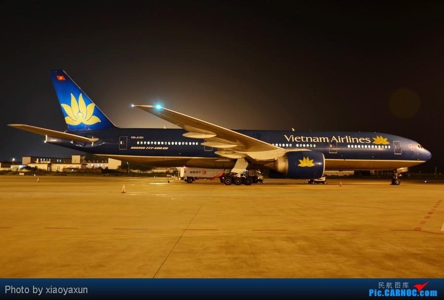 3253张照片20g素材凝聚成两分钟记录机场早上繁忙开始鱼眼747驾驶舱