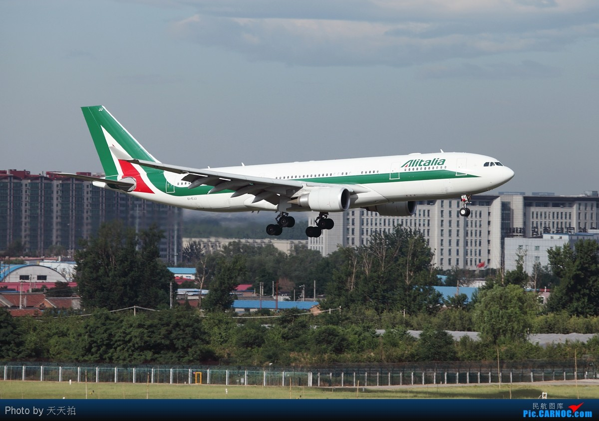 Re:[原创]全国飞友们明天别忘了跟自己的爸爸说声节日快乐! AIRBUS A330-200 EI-EJJ 中国北京首都机场