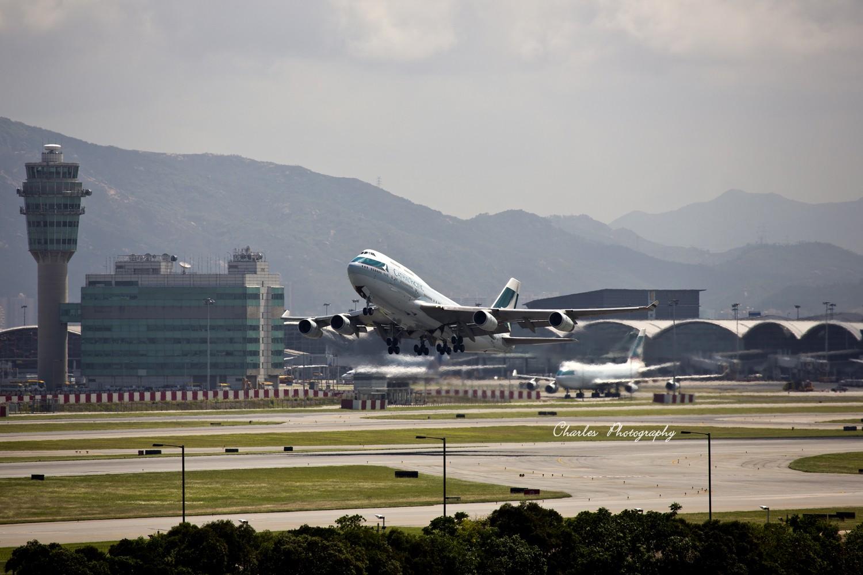 Re:[原创]带着小三游香港机场之拜师贴 BOEING 747-400 B-HUE 中国香港赤?v角国际机场