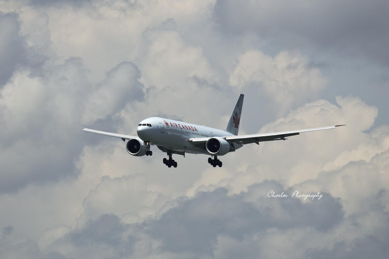 Re:带着小三游香港机场之拜师贴 BOEING 777-200 C-FIUF 中国香港赤?v角国际机场