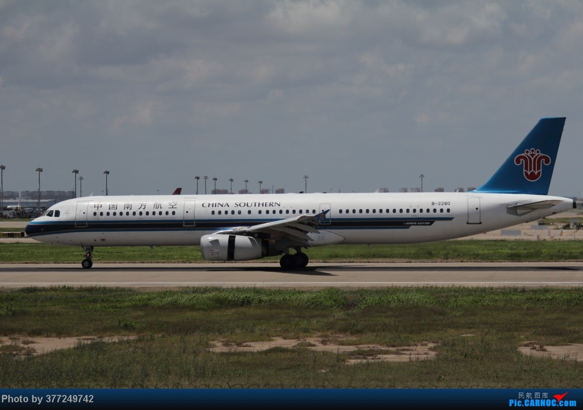 Re:[原创]趁着最后的好天气去趟PVG,烂技术请多包涵。西园会、世博320、长荣744、AC763、UA744。回去磁悬浮飙到430KM一刚。 AIRBUS A321-200 B-2280 中国上海浦东机场