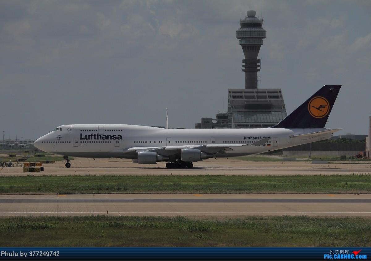 Re:[原创]趁着最后的好天气去趟PVG,烂技术请多包涵。西园会、世博320、长荣744、AC763、UA744。回去磁悬浮飙到430KM一刚。 BOEING 747-400 D-ABVP 中国上海浦东机场