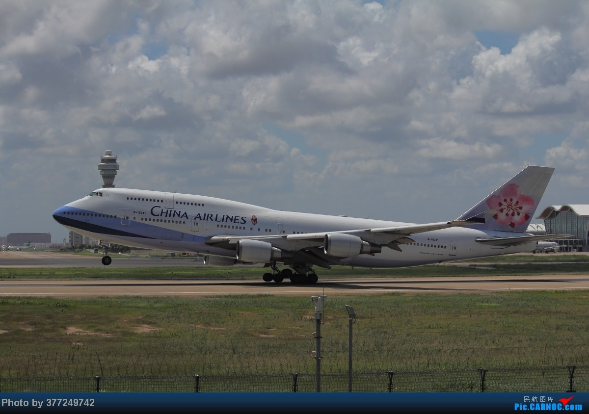 Re:[原创]趁着最后的好天气去趟PVG,烂技术请多包涵。西园会、世博320、长荣744、AC763、UA744。回去磁悬浮飙到430KM一刚。 BOEING 747-400 B-18211 中国上海浦东机场