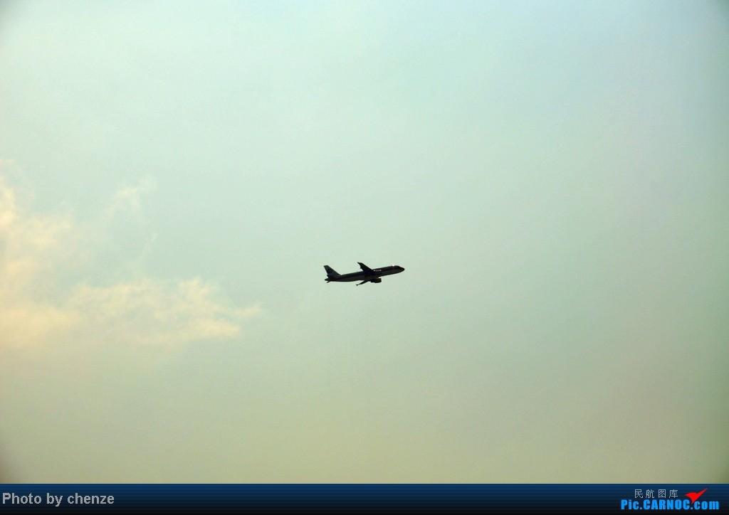 [原创]浦东的天不咋蓝了,但还是要拍滴!!有点小惊喜!发现临时拍机位! AIRBUS A320-200  中国上海浦东机场