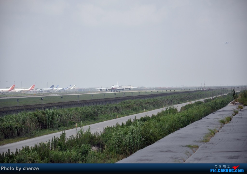 Re:[原创]浦东的天不咋蓝了,但还是要拍滴!!有点小惊喜!发现临时拍机位!    中国上海浦东机场