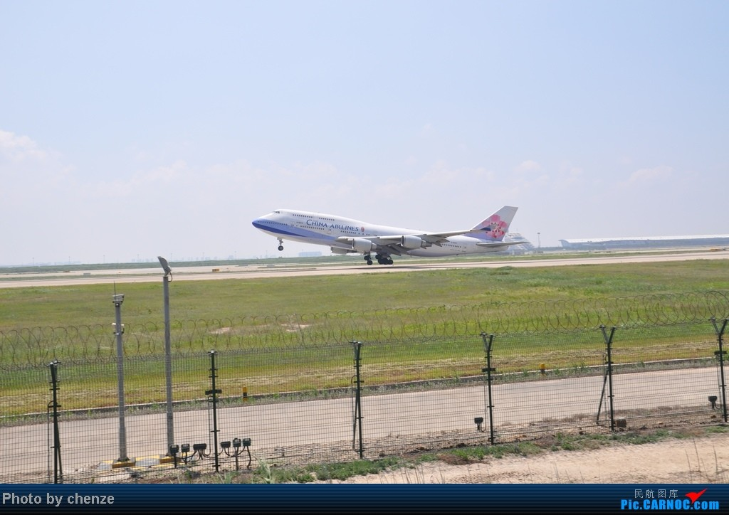 Re:[原创]浦东的天不咋蓝了,但还是要拍滴!!有点小惊喜!发现临时拍机位! BOEING 747-400 B-18215 中国上海浦东机场