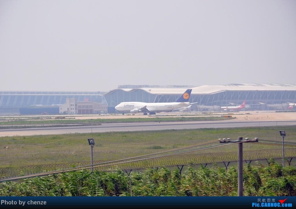 Re:[原创]浦东的天不咋蓝了,但还是要拍滴!!有点小惊喜!发现临时拍机位! BOEING 747-400 D-ABVR 中国上海浦东机场