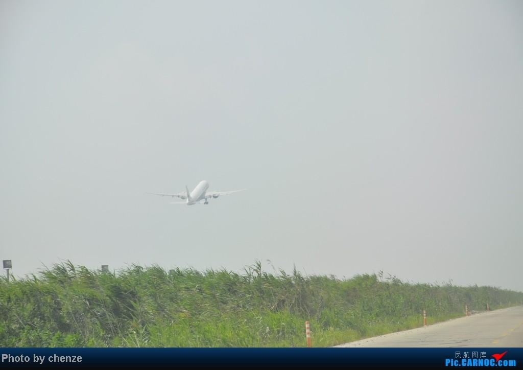 Re:[原创]浦东的天不咋蓝了,但还是要拍滴!!有点小惊喜!发现临时拍机位! AIRBUS A320-200 B-2415 中国上海浦东机场 中国上海浦东机场