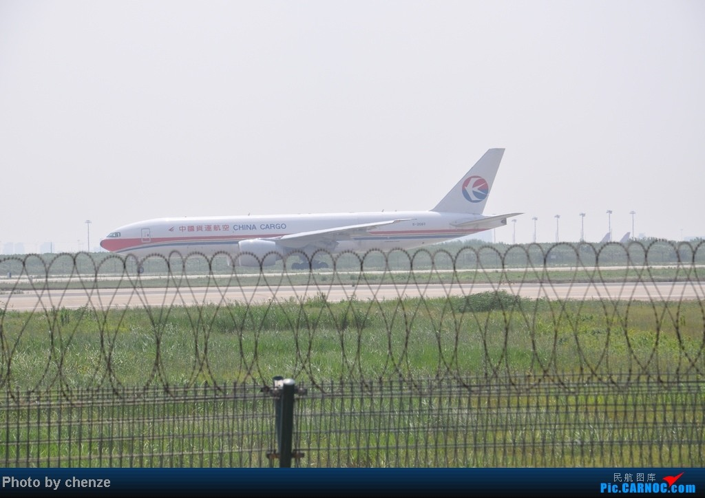 Re:[原创]浦东的天不咋蓝了,但还是要拍滴!!有点小惊喜!发现临时拍机位! BOEING 777 B-2083 中国上海浦东机场