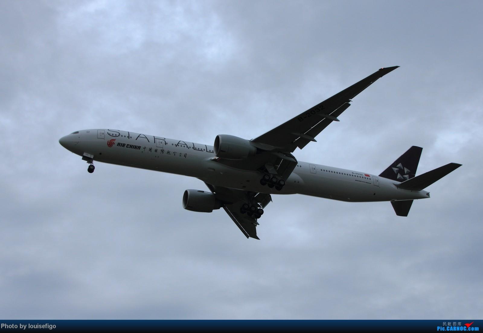 Re:[原创]B-2032!雨过天不晴,小鸟似精灵。归家第一闪,大家齐欢迎!   :)   欢迎国航首架星空联盟大猩猩涂装B77W回家! BOEING 777-300ER B-2032 北京首都国际机场