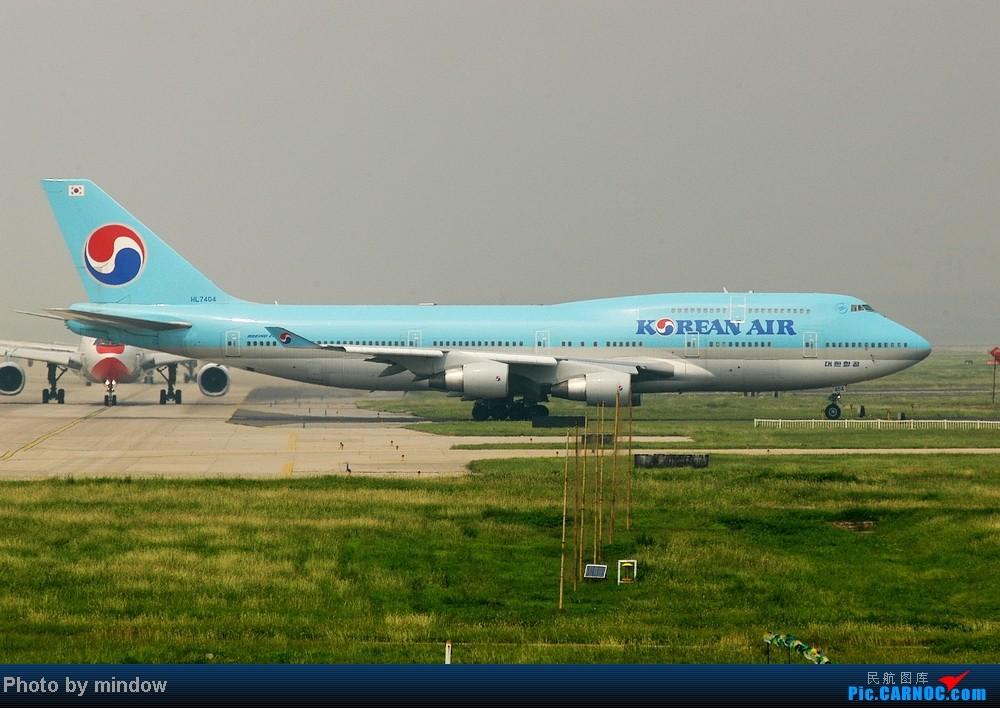 Re:[原创]终于有时间拍机了,转战PEK两天的收获---第一次拍到蓝鲸18210,滑行中的大韩彩绘744,荷航744,以及国航B-2032大星星。。。 BOEING 747-400 HL7404 中国北京首都机场
