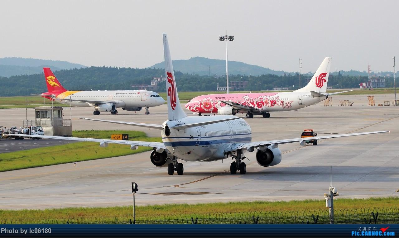 Re:[原创]『KHN』傍晚的昌北机场-大中小飞机齐在 普装彩绘都来 BOEING 737-800 B-5327 中国南昌昌北机场 中国南昌昌北机场