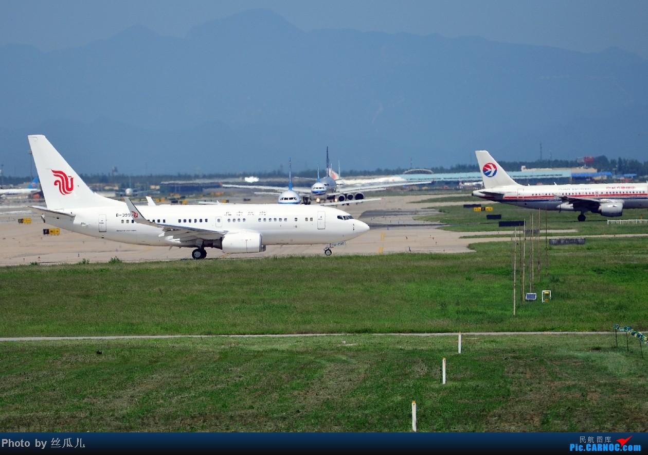 整理照片发现的这货,总感觉有点特别,越看越特别,有哪位前辈能做解答的? BOEING 737-700 B-3999 中国北京首都机场