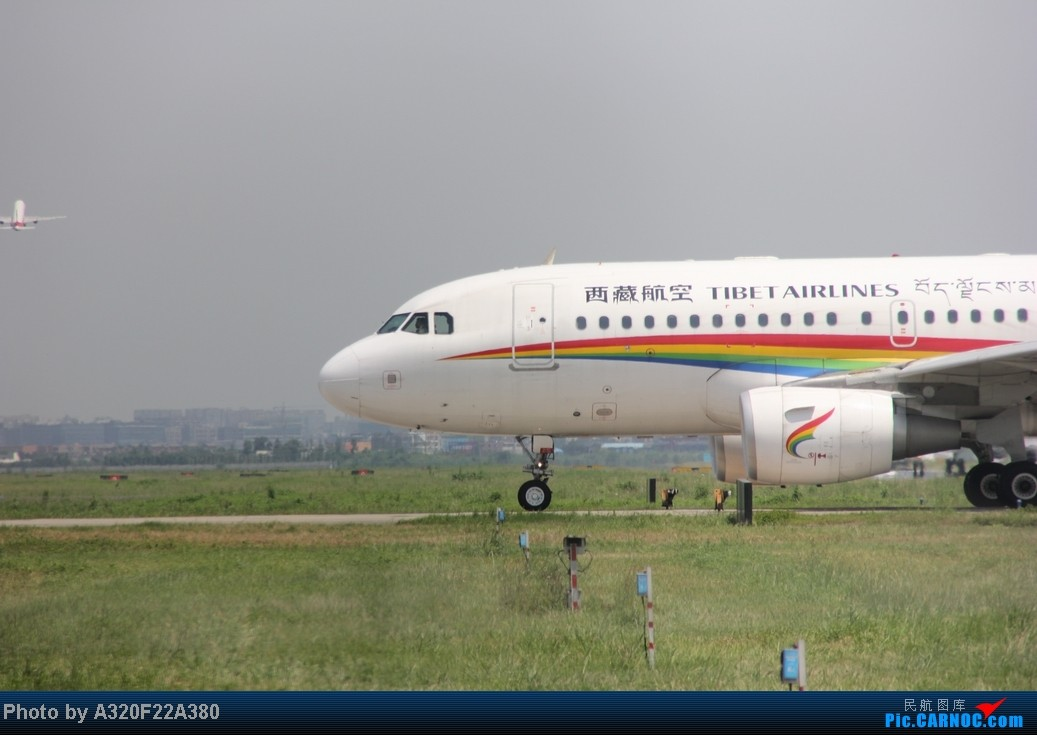 Re:[原创]{LEO拍机}新手冒着烈日酷暑,奋战在CTU!没有功劳也有苦劳吧!走过路过不要错过!欢迎各位大侠砸飞机和指点!另附有奖问答答对10个小飞机送上 AIRBUS A319-100 B-6438 中国成都双流机场