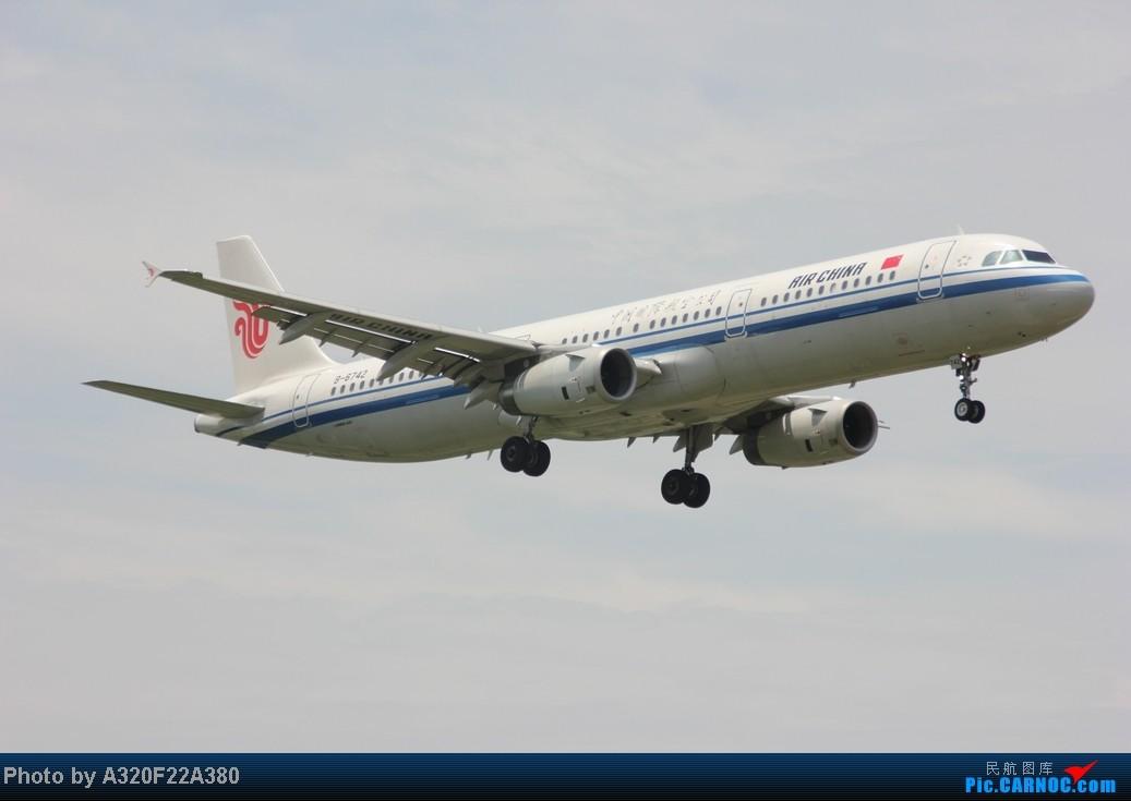 Re:[原创]{LEO拍机}新手冒着烈日酷暑,奋战在CTU!没有功劳也有苦劳吧!走过路过不要错过!欢迎各位大侠砸飞机和指点!另附有奖问答答对10个小飞机送上 AIRBUS A321-200 B-6742 中国成都双流机场