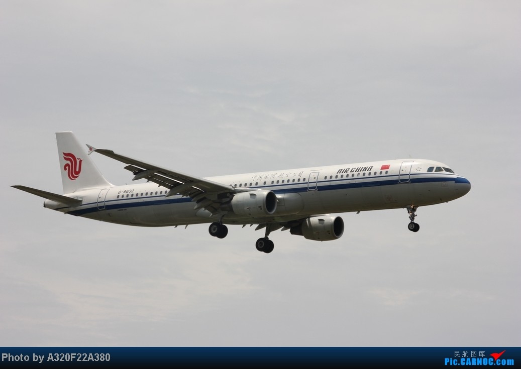 Re:[原创]{LEO拍机}新手冒着烈日酷暑,奋战在CTU!没有功劳也有苦劳吧!走过路过不要错过!欢迎各位大侠砸飞机和指点!另附有奖问答答对10个小飞机送上 AIRBUS A321-200 B-6632 中国成都双流机场