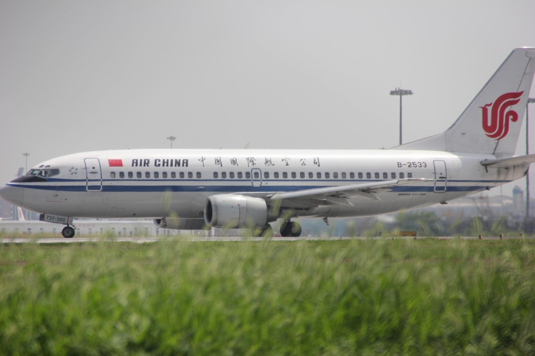 Re:[原创]{LEO拍机}新手冒着烈日酷暑,奋战在CTU!没有功劳也有苦劳吧!走过路过不要错过!欢迎各位大侠砸飞机和指点!另附有奖问答答对10个小飞机送上 BOEING 737-300 B-2533 中国成都双流机场