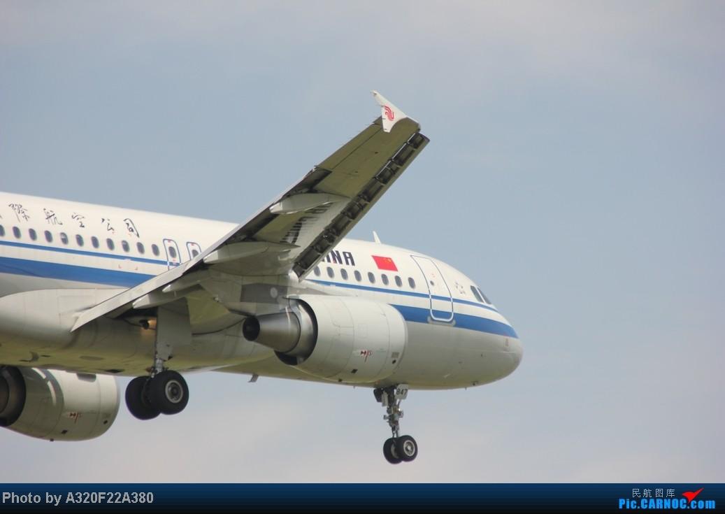 Re:[原创]{LEO拍机}新手冒着烈日酷暑,奋战在CTU!没有功劳也有苦劳吧!走过路过不要错过!欢迎各位大侠砸飞机和指点!另附有奖问答答对10个小飞机送上 AIRBUS A320 B-2300 中国成都双流机场