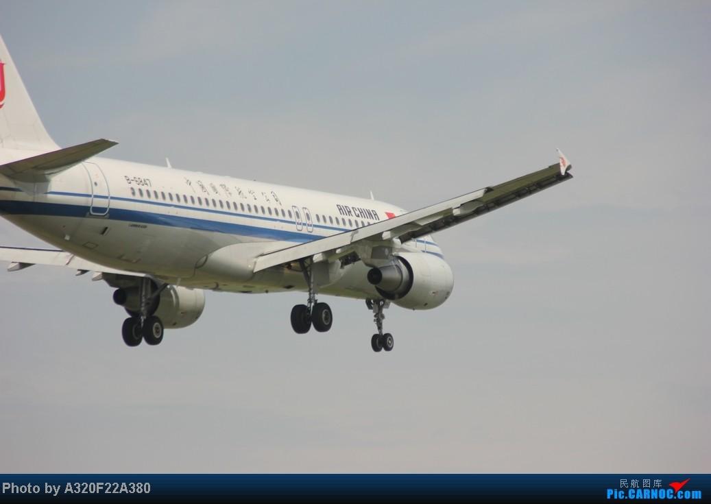 Re:[原创]{LEO拍机}新手冒着烈日酷暑,奋战在CTU!没有功劳也有苦劳吧!走过路过不要错过!欢迎各位大侠砸飞机和指点!另附有奖问答答对10个小飞机送上 AIRBUS A320 B-6847 中国成都双流机场