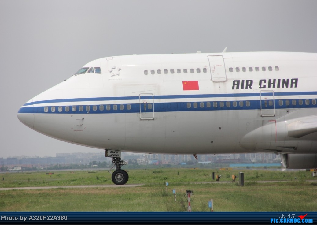Re:[原创]{LEO拍机}新手冒着烈日酷暑,奋战在CTU!没有功劳也有苦劳吧!走过路过不要错过!欢迎各位大侠砸飞机和指点!另附有奖问答答对10个小飞机送上 BOEING 747-400 B-2468 中国成都双流机场