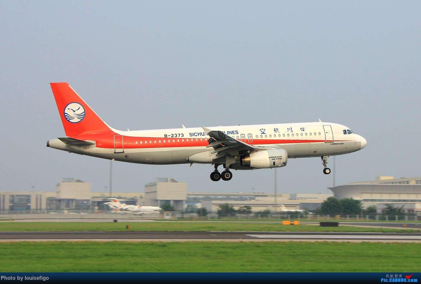 Re:[原创]闲来无事天气闷,发点冷饭自娱乐!!!PEK西跑的降落杂图~发到哪儿是哪儿啊!随心情! AIRBUS A320-200 B-2373 北京首都国际机场