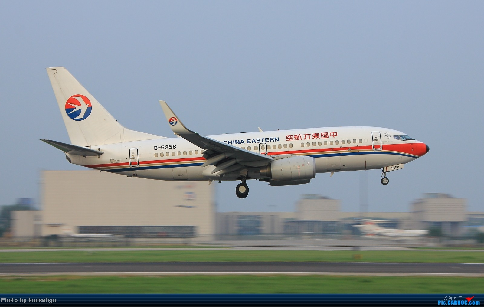 Re:[原创]闲来无事天气闷,发点冷饭自娱乐!!!PEK西跑的降落杂图~发到哪儿是哪儿啊!随心情! BOEING 737-700 B-5258 北京首都国际机场
