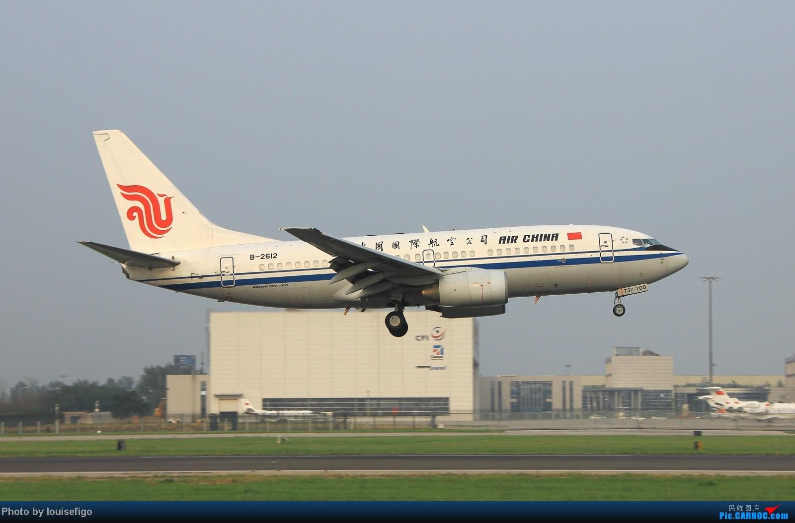 Re:[原创]闲来无事天气闷,发点冷饭自娱乐!!!PEK西跑的降落杂图~发到哪儿是哪儿啊!随心情! BOEING 737-700 B-2612 北京首都国际机场