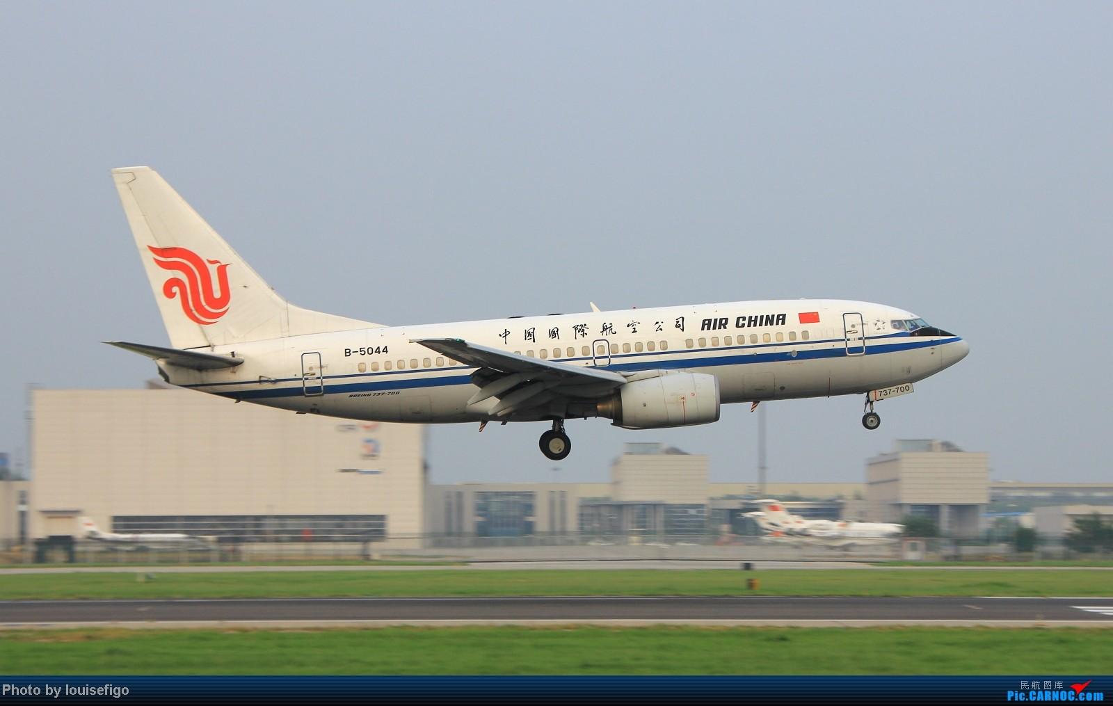 Re:[原创]闲来无事天气闷,发点冷饭自娱乐!!!PEK西跑的降落杂图~发到哪儿是哪儿啊!随心情! BOEING 737-700 B-5044 北京首都国际机场