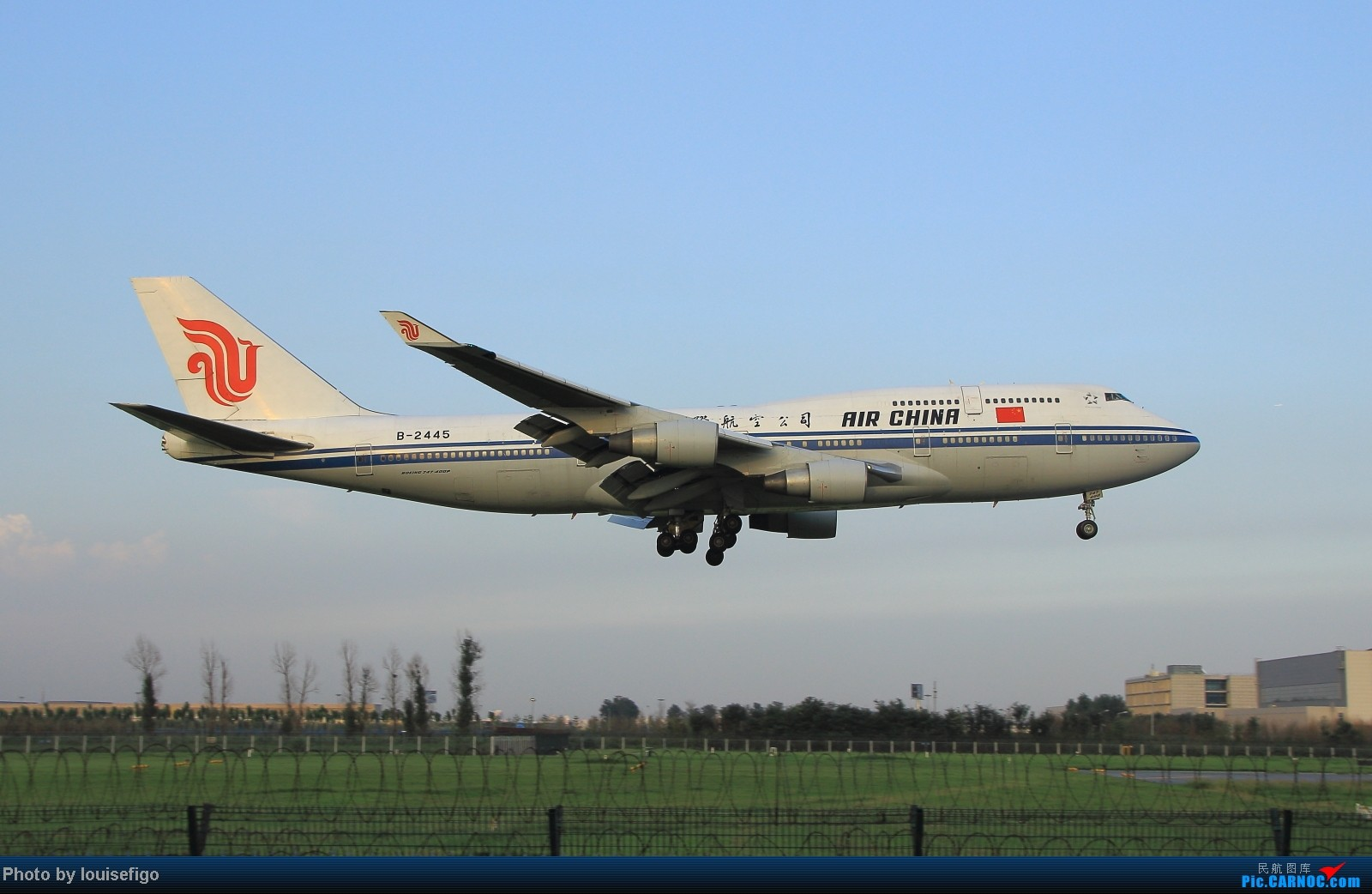 Re:[原创]闲来无事天气闷,发点冷饭自娱乐!!!PEK西跑的降落杂图~发到哪儿是哪儿啊!随心情! BOEING 747-400 B-2445 北京首都国际机场
