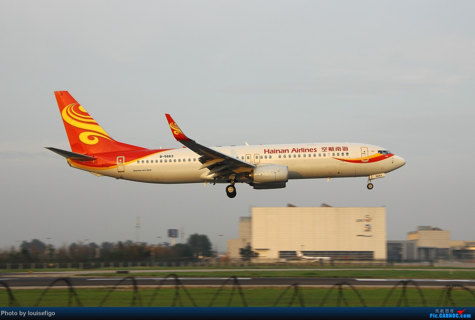 Re:[原创]闲来无事天气闷,发点冷饭自娱乐!!!PEK西跑的降落杂图~发到哪儿是哪儿啊!随心情! BOEING 737-800 B-5663 北京首都国际机场