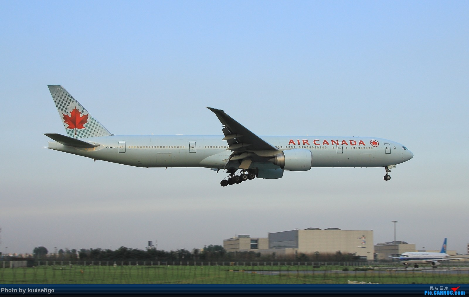 Re:[原创]闲来无事天气闷,发点冷饭自娱乐!!!PEK西跑的降落杂图~发到哪儿是哪儿啊!随心情! BOEING 777-300ER C-FITL 北京首都国际机场