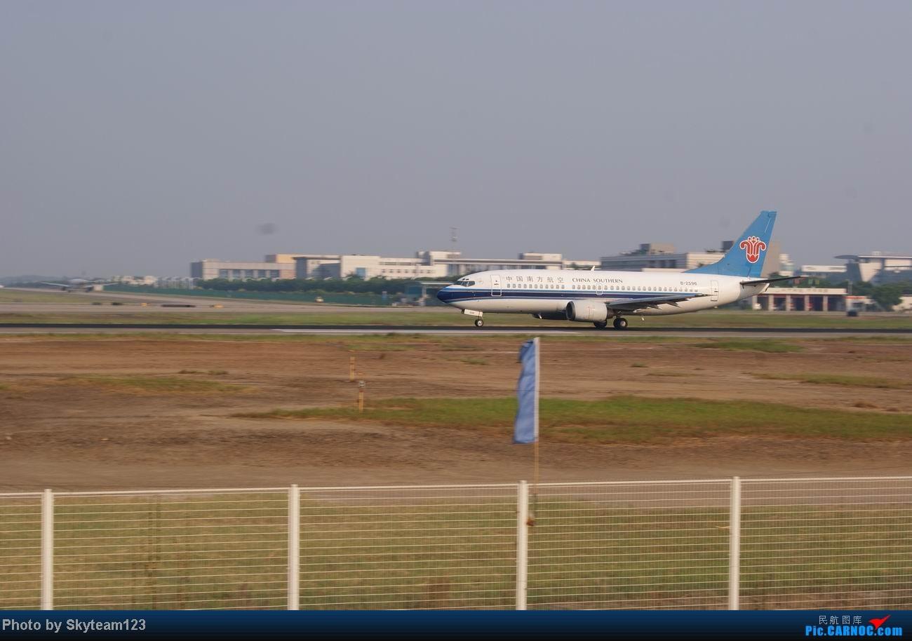 Re:[原创]白云西跑拍机,再见铁丝网,迎接新角度。 BOEING 737-300 B-2930