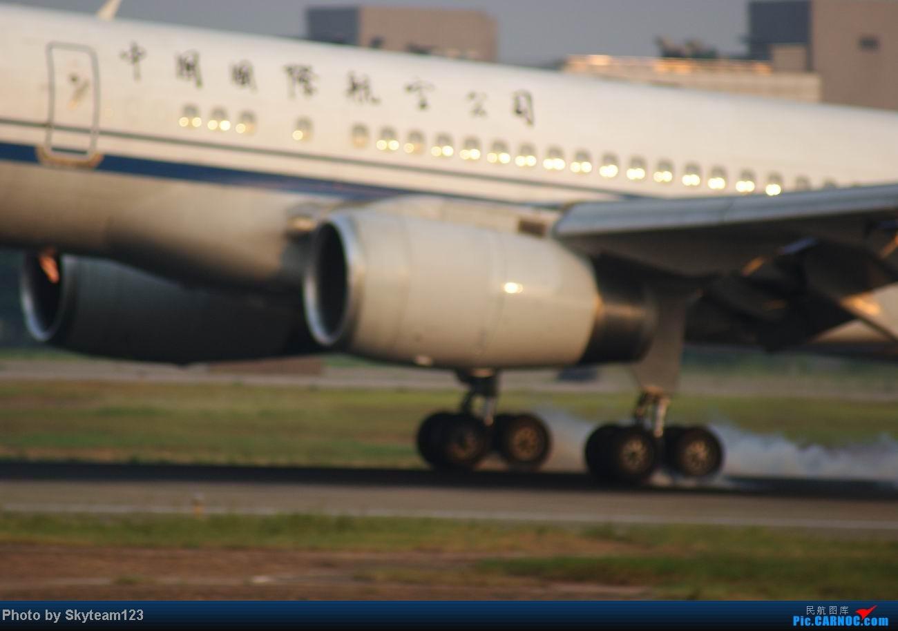 Re:[原创]白云西跑拍机,再见铁丝网,迎接新角度。 757-200