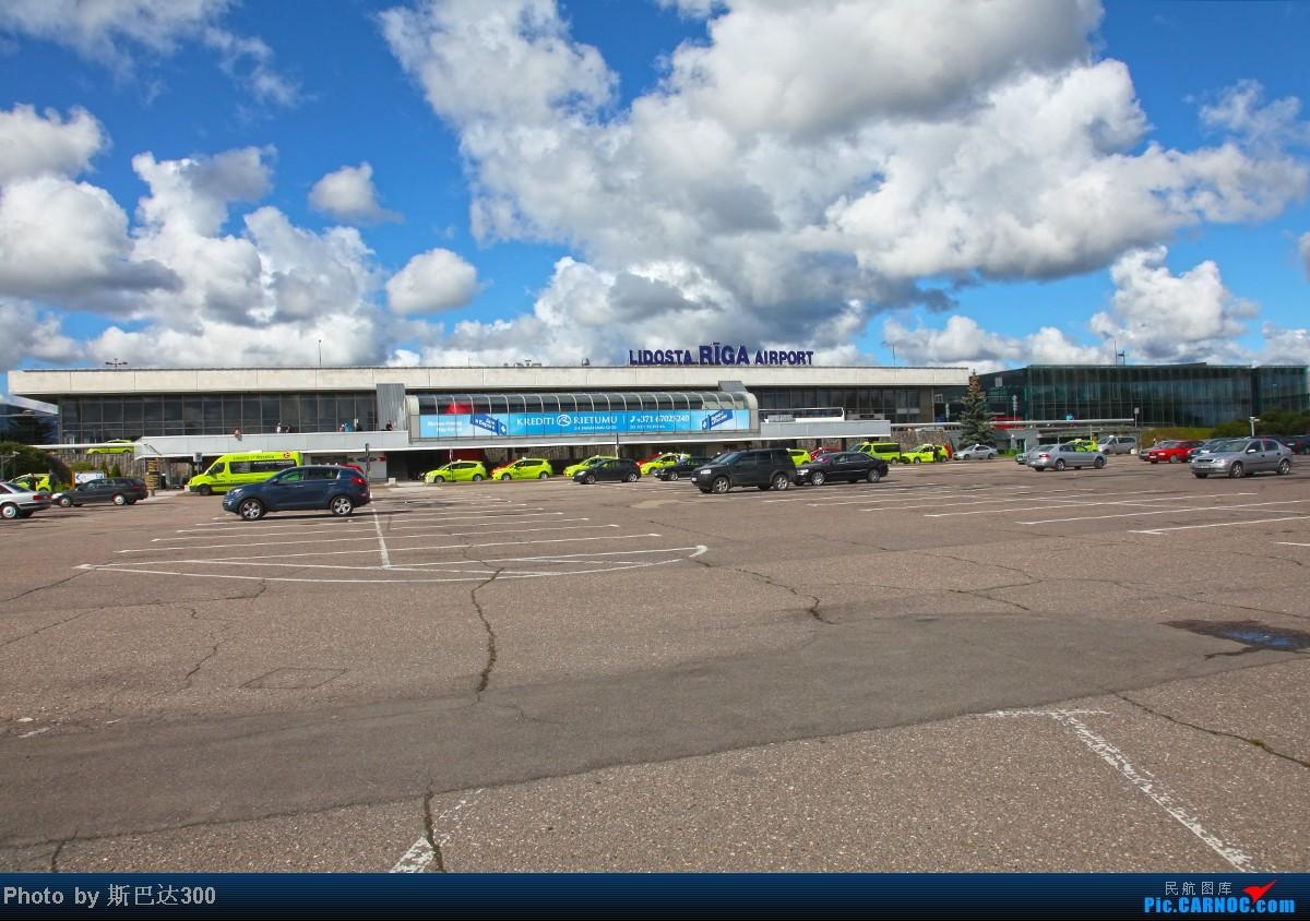 拉脫維亞里加機場在藍天白云的襯托下顯得更加美麗