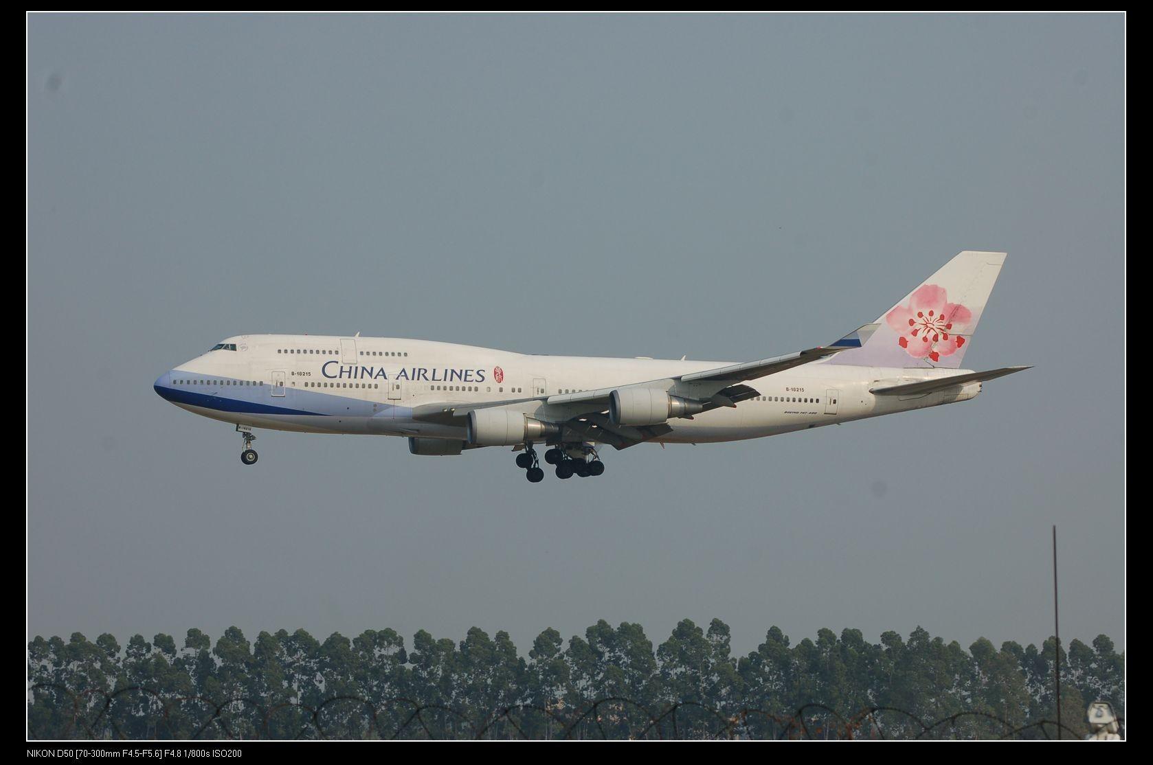 [原创]第一次拍飞机,第一次发帖。国庆一个人去白云机场,累! BOEING 747-400 B-18215 中国广州白云机场