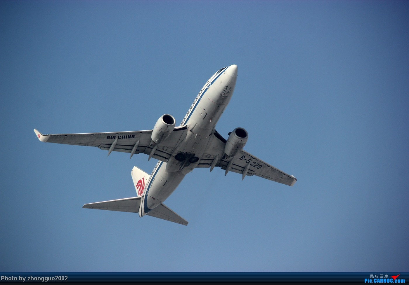 Re:[原创]随着2012年的最后一场雪的到了,我的2012年拍机工作也圆满的结束了,把这段时间里灰机整理一下,把没发的,我个人认为好的发上来! BOEING 737-700 B-5229 中国包头二里半机场