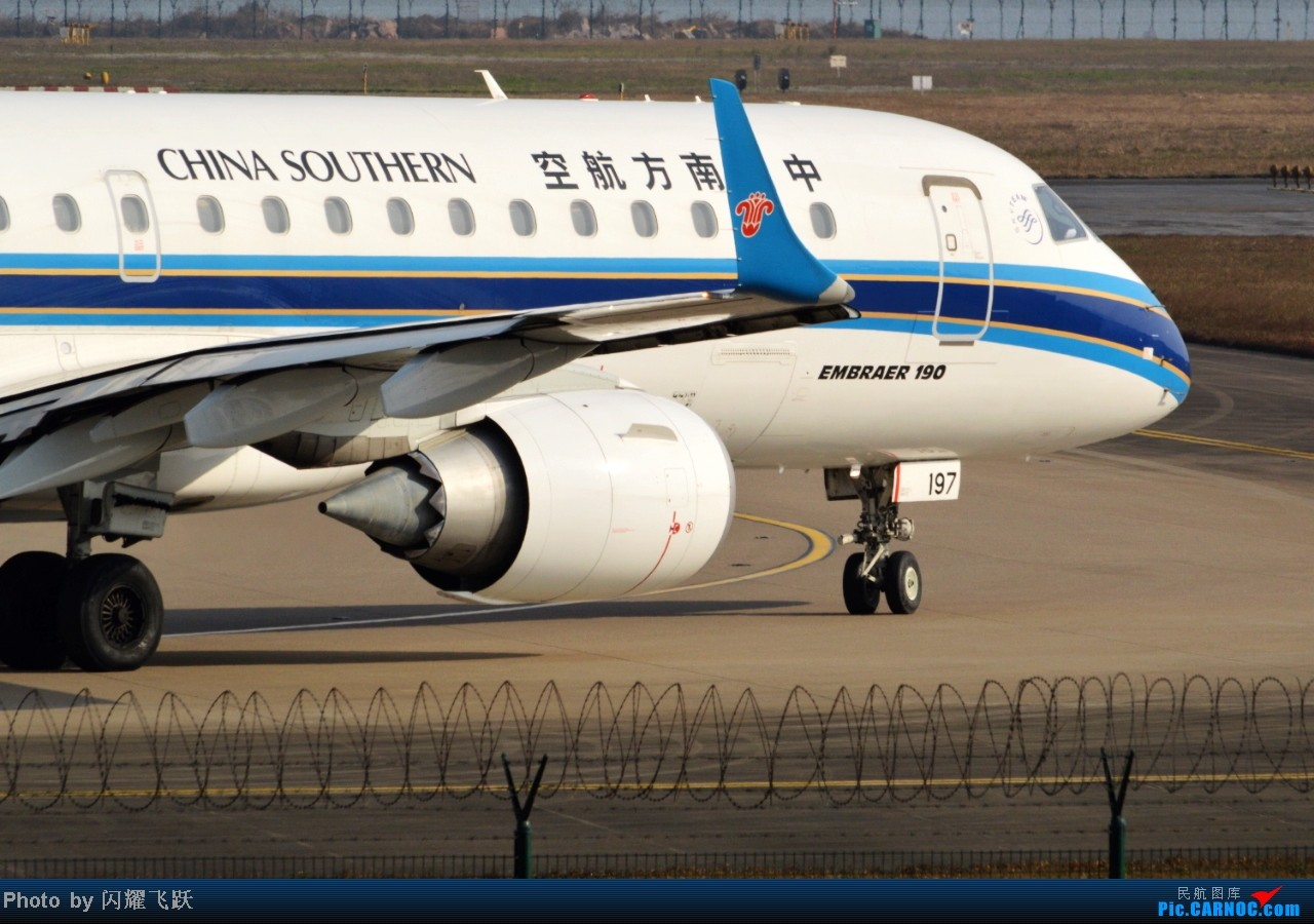 Re:[原创]【CKG】2013第一帖,新年新起点,用50图祝各位元旦快乐! EMBRAER E-190 B-3197 中国重庆江北机场