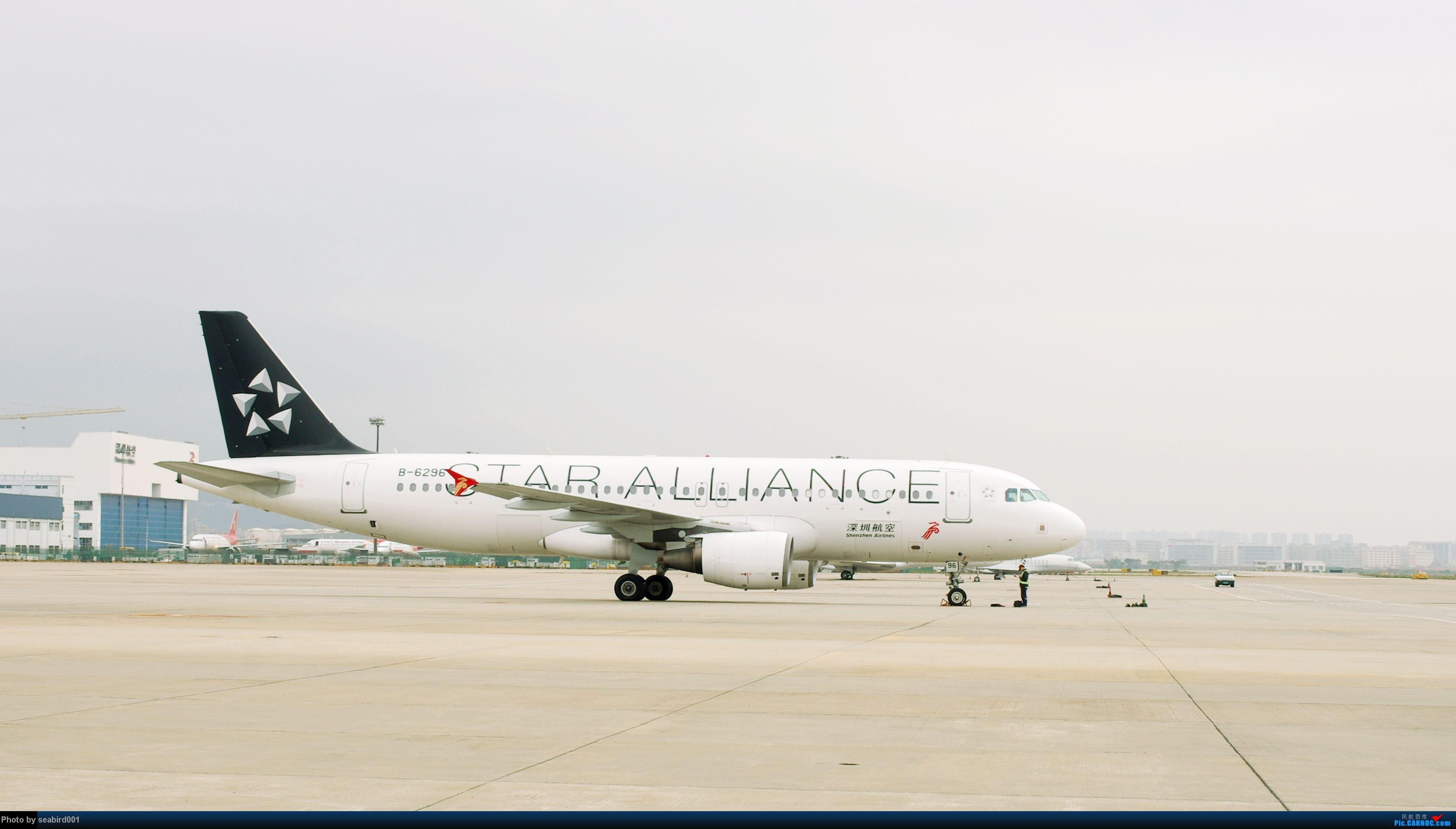 Re:[原创](深圳飞友会)12月29日飞成都前抓到的,有正合时宜的熊猫机,深圳星星,云南孔雀。 AIRBUS A320-200 B-6296 中国深圳宝安机场