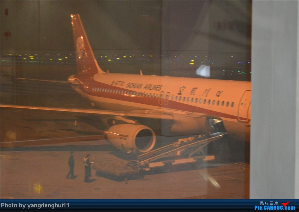 Re:[原创]过年回老家!!!CTU-PVG-上海虹桥站-动车D3103到温州苍南       本人是12岁的小朋友,但天生喜欢飞机,就发了本帖,希望大家谅解拍的不好的地方。 AIRBUS A320-200 B-6770 中国成都双流机场
